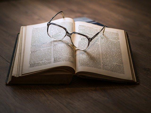 Löydä kirja, jota et malta laskea käsistäsi